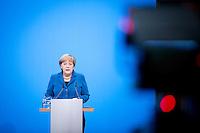 Bundeskanzlerin Angela Merkel (CDU) spricht am Montag (16.12.13) in Berlin bei der Unterzeichnung des Koalitionsvertrages.<br /> Foto: Axel Schmidt/CommonLens<br /> <br /> Berlin, Germany, politics, Deutschland, 2013, Gro&szlig;e Koalition, Groko, Koalition, SPD, Koalitionsvertrag, Unterzeichnung, signing