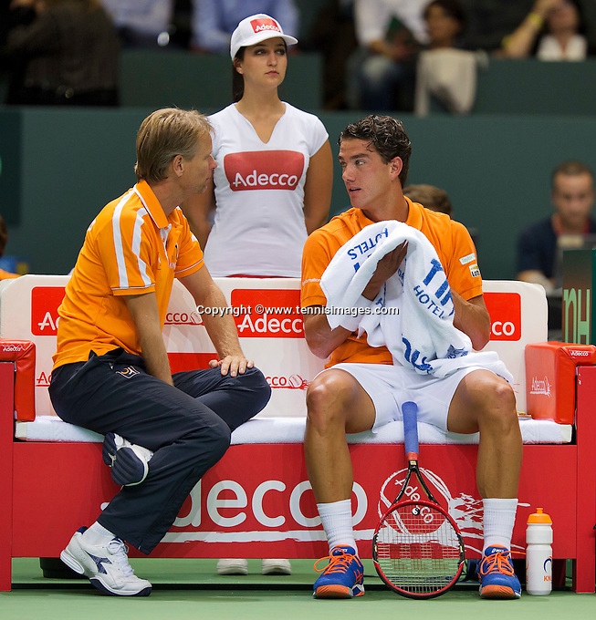 Switserland, Genève, September 18, 2015, Tennis,   Davis Cup, Switserland-Netherlands, Jesse Huta Galung (NED) on the beng with captain Jan Siemerink<br /> Photo: Tennisimages/Henk Koster