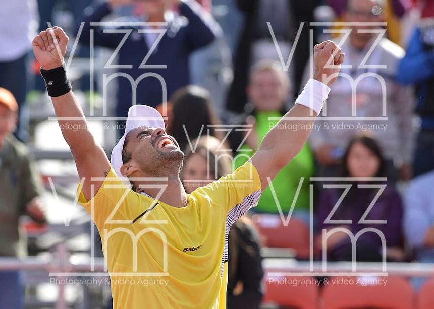 BOGOTÁ -COLOMBIA. 20-07-2013. Alejandro Falla (COL) celebra el triunfo sobre Vasek Pospisil (CAN) en semifinales del ATP Claro Open Colombia 2013 jugado en el Centro de Alto Rendimientoen Bogotá./ Alejandro Fall (COL) celebrates after winning to Vasek Pospisil (CAN) in semifinals of ATP Claro Open Colombia 2013 at Centro de Alto Rendimiento in Bogota city. Photo: VizzorImage / Str