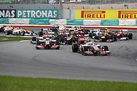 SEPANG, MALASIA, 25 DE MARCO 2012 - F1 - GP MALASIA - <br /> Carros durante largada do GP da Malásia, no circuito de Kuala Lumpur, em Sepang, neste domingo, 26. (FOTO: THOMAZ MELZER / PIXATHLON /  BRAZIL PHOTO PRESS).