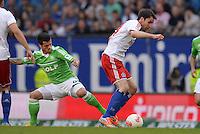 FUSSBALL   1. BUNDESLIGA   SAISON 2012/2013    32. SPIELTAG Hamburger SV - VfL Wolfsburg          05.05.2013 Vierinha (VfL Wolfsburg) gegen Milan Badelj (re, Hamburger SV)