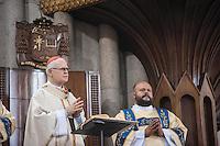 SÃO PAULO, SP, 24.03.2016 - PASCOA-SP - Cardeal Dom Odilo Scherer durante Celebração solene da Ceia do Senhor com rito do Lava-pés na Catedral da Sé nesta quinta-feira, 24. (Foto: Rogerio Gomes/Brazil Photo Press)