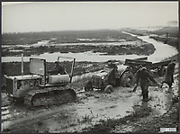Flood disaster 1953. A tractor tries to pull some vehicles out of the mud Date: February 11, 1953