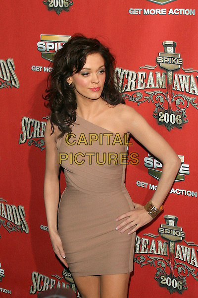"ROSE McGOWAN.Spike TV Presents ""Scream Awards 2006"" - Arrivals .held at Pantages Theater, Hollywood, California, USA,.7 October 2006..half length one shoulde pale brown cream dress hand on hip.Ref: ADM/ZL.www.capitalpictures.com.sales@capitalpictures.com.©Zach Lipp/AdMedia/Capital Pictures."