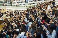 SÃO PAULO, SP, 06.05.2015 - BLOGUEIRAS - Público à espera do autógradfos dos blogueiros: Japa; Niina Secrets; Bruna Vieira e Kéfera, campeões de audiência no YouTube e estrelas da capa da Revista Capricho de maio, durante sessão de autógrafos em Livraria no Shopping Iguatemi. Região Oeste da cidade de São Paulo na tarde dessa quarta-feira, 06 .( Foto: Kevin David / Brazil Photo Press ).