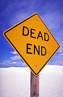 dead end sign at White Sands National Monument. signage USA.