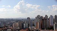 SAO PAULO, SP, 03 DE JANEIRO 2012. CLIMA TEMPO. Muito sol e calor, proximo ao Aeroporto de Congonhas, regiao sul de SP, na tarde desta terca-feira, 3. FOTO MILENE CARDOSO - NEWS FREE