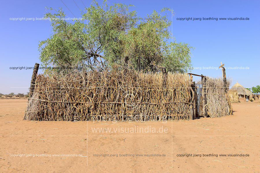 KENYA Turkana, Lodwar, church under tree with thorn shrub fence in village / KENIA, Turkana, Lodwar, Kirche unter Baum mit Dornenhecke
