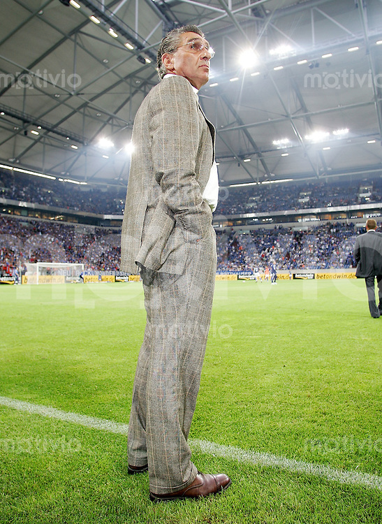 Fussball  1. Bundesliga  Saison 2005/2006    Manager Rudi ASSAUER (Schalke 04) in der Arena auf Schalke