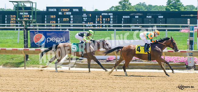 Just Like Lucy winning at Delaware Park on 7/21/16