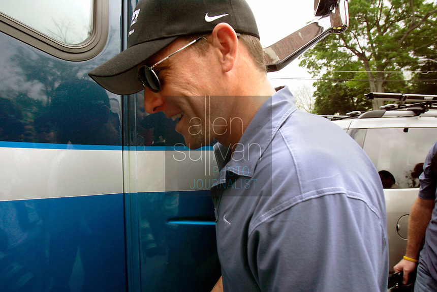 Seven-time Tour de France winner and retired cyclist Lance Armstrong walks to the Discovery Channel team bus after signing autographs for fans before Stage 2 of the 2006 Ford Tour de Georgia.<br />