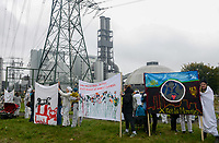 GERMANY, Hamburg , protest demo at coal power station Moorburg to protest against coal burning and hard coal imports / DEUTSCHLAND, Hamburg, Demo am Kohlekrafttwerk Moorburg gegen Kohlekraft