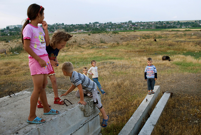 REPUBLIC OF MOLDOVA, Gagauzia, Vulcanesti, 2009/06/29..Vulcanesti children play among the ruins of farm ruins of the Soviet era. For many of them, their parents work in Russia or Turkey..© Bruno Cogez..REPUBIQUE MOLDAVE, Gagaouzie, Vulcanesti, 29/06/2009..Les enfants de Vulcanesti jouent parmi des ruines de batiments agricoles de l'epoque sovietique. Pour beaucoup d'entre-eux, leurs parents travaillent en Russie ou en Turquie..© Bruno Cogez