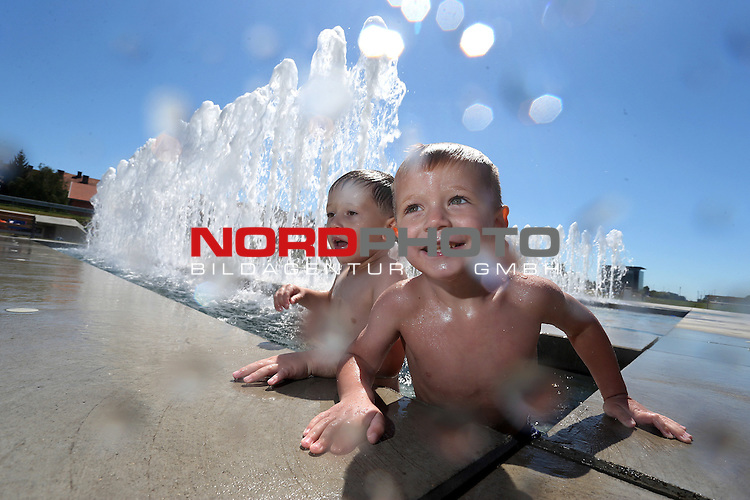 03.08.2013. Zagreb, Croatia - High temperatures and heat wave that hit the country have forced people to seek refuge in the shade and fountains<br />                                                                                                    Foto &not;&copy;  nph / PIXSELL / Slavko Midzor