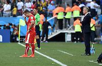 FUSSBALL WM 2014                ACHTELFINALE Argentinien - Schweiz                  01.07.2014 Xherdan Shaqiri (li) und Trainer Ottmar Hitzfeld (re, beide Schweiz) sind enttaeuscht