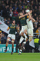 Willie le Roux of South Africa and Joe Launchbury of England compete for the high ball during the Old Mutual Wealth Series match between England and South Africa at Twickenham Stadium on Saturday 12th November 2016 (Photo by Rob Munro)