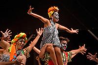 BARRANQUILLA-COLOMBIA- 11-02-2017: Comparsa Macana Zambo participante en La Fiesta de Danzas y Cumbias del Carnaval de Barranquilla 2016 invita a todos los colombianos a contagiarse del Jolgorio general encabezado por su reina Marcela Garcia Caballero. Este desorden organizado dará la oportunidad de apreciar a propios y extraños el desfile de danzas, disfraces y hacedores del carnaval que la convierten en una de las festividades más importantes del país y que se lleva a cabo hasta el 9 de febrero de 2016. / Macana Zambo comparsa paticipant of The party of Dances and Cumbias of Carnaval de Barranquilla 2016 invites all Colombians to catch the general reverly led by their Queen Marcela Garcia Caballero. This organized disorder gives the oportunity to appreciate, by friends and strangers, the parade of dancers, customes and carnival makers that make it one of the most important festivals of the country and take place until February 9, 2016.  Photo: VizzorImage / Alfonso Cervantes / Cont