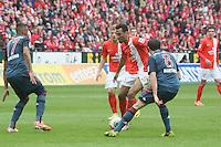 Jerome Boateng und Javi Martinez (Bayern) gegen Eric Maxim Choupo Moting (Mainz) - 1. FSV Mainz 05 vs. FC Bayern München, Coface Arena, 26. Spieltag