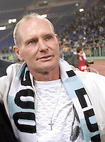Calcio, Europa League Gruppo J: Lazio vs Tottenham Hotspur. Roma, stadio Olimpico, 22 novembre 2012..Lazio former player Paul Gascoigne, of Britain, greet fans prior to the start of the Europa League Group J football match between Lazio and Tottenham Hotspur at Rome's Olympic stadium, 22 November 2012..UPDATE IMAGES PRESS/Riccardo De Luca