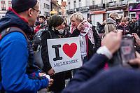BELGIEN, 18.11.2015, Bruessel.  Das Innenstadtviertel Molenbeek ist bekannt fuer seine vielen muslimischen Zuwanderer, seine Wochenmaerkte und seine Verbindungen zu verschiedenen Terroranschlaegen. -Gedenkdemonstration nach den Pariser Attentaten. | The central district of Molenbeek is well known for its dense muslim immigrant population, Sunday's food market and links to previous terror attacks. -Memorial demonstration after the Paris massacres.<br /> © Arturas Morozovas/EST&OST