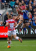 Bath Rugby's Semesa Rokoduguni out jumps Gloucester Rugby's Mariano Galarza<br /> <br /> Photographer Bob Bradford/CameraSport<br /> <br /> Gallagher Premiership - Bath Rugby v Gloucester Rugby - Saturday September 8th 2018 - The Recreation Ground - Bath<br /> <br /> World Copyright &copy; 2018 CameraSport. All rights reserved. 43 Linden Ave. Countesthorpe. Leicester. England. LE8 5PG - Tel: +44 (0) 116 277 4147 - admin@camerasport.com - www.camerasport.com