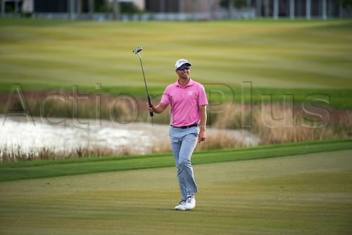 28.02.2016. Palm Beach, Florida, USA.  Adam Scott waves his putter to the fans as he walks up to the 18th hole during the final round of the Honda Classic at the PGA National Resort & Spa in Palm Beach Gardens, FL.