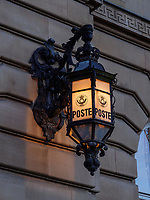 Laterne an der Post, 20, rue de la Poste, Luxemburg-City, Luxemburg, Europa, UNESCO-Weltkulturerbe<br /> Streetlight at post office, , 20, rue de la Poste, Luxembourg City, Europe, UNESCO Heritage Site