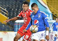 BOGOTA - COLOMBIA -13 -08-2016: Ayron del Valle (Der) jugador de Millonarios disputa el balón con Almir Soto (Izq) jugador de Fortaleza CEIF durante partido por la fecha 8 de la Liga Aguila II 2016 jugado en el estadio Nemesio Camacho El Campin de la ciudad de Bogota./ Ayron del Valle (R) player of Millonarios fights for the ball with Almir Soto (L) player of Fortaleza CEIF during match for the date 8 of the Liga Aguila II 2016 played at the Nemesio Camacho El Campin Stadium in Bogota city. Photo: VizzorImage / Gabriel Aponte / Staff.