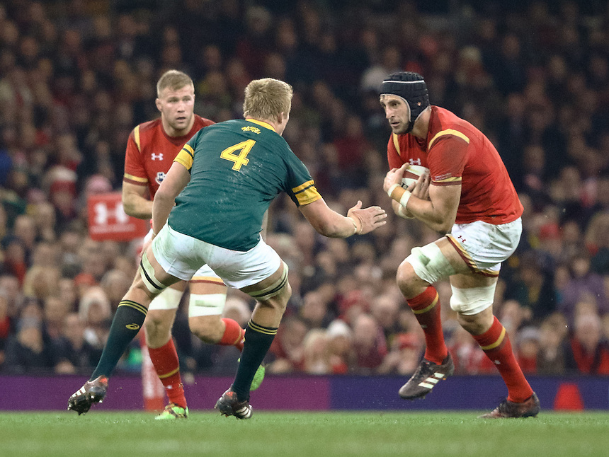 Wales' Luke Charteris lines up South Africa's Pieter-Steph du Toit<br /> <br /> Photographer Simon King/CameraSport<br /> <br /> International Rugby Union Friendly - Wales v South Africa - Saturday 26th November 2016 - Principality Stadium - Cardiff<br /> <br /> World Copyright &copy; 2016 CameraSport. All rights reserved. 43 Linden Ave. Countesthorpe. Leicester. England. LE8 5PG - Tel: +44 (0) 116 277 4147 - admin@camerasport.com - www.camerasport.com