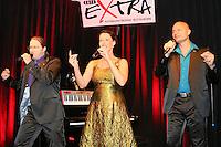 """Alice Köfer und ihre Kollegen Dieter Behrens und Bernhard Leuber traten als """"Vocal Recall"""" im Büttelborner Cafe Extra auf"""
