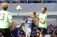 Edmond Kapllani (FSV) gegen Daniel Gordon (KSC) - 21.07.2013: FSV Frankfurt vs. Karlsruher SC, Frankfurter Volksbank Stadion