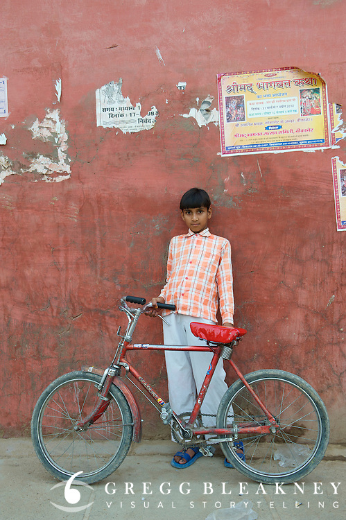 Young tourist hawker - Bikaner, India
