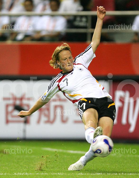 Fussball International Frauen WM China 2007  Eroeffnungsspiel im Hongkou WM Stadion Deutschland - Argentinien Germany - Argentina Melanie BEHRINGER (GER).