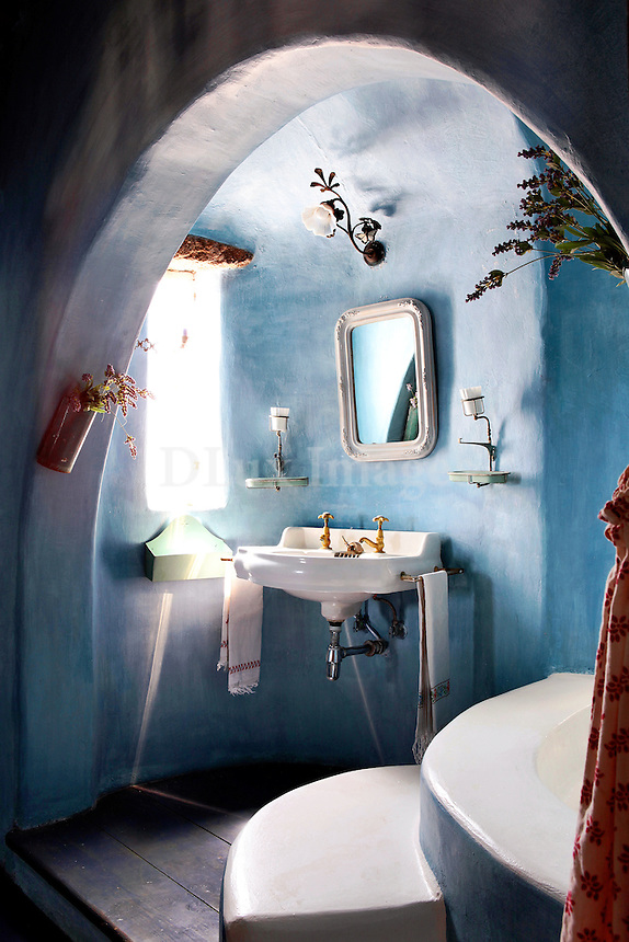 cycladic blue bathroom
