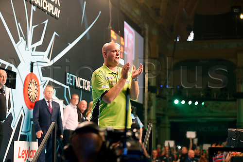 24.07.2016. Empress Ballroom, Blackpool, England. BetVictor World Matchplay Darts. Michael van Gerwen applauds the crowd