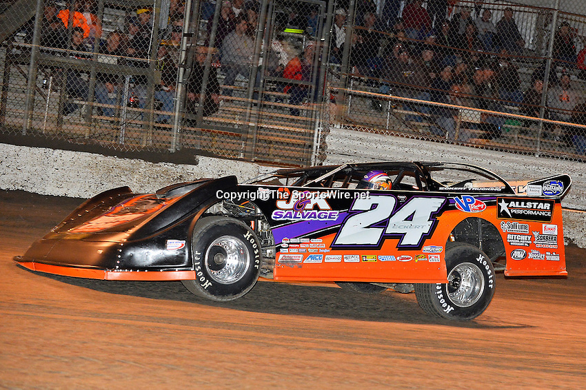 Feb 17, 2014; 7:06:30 PM;  Barberville, FL, USA;  World of Outlaws Late Model Series for 43rd Annual DIRTcar Nationals presented by Summit Racing Equipment at Volusia Speedway Park.  Mandatory Credit: (thesportswire.net)