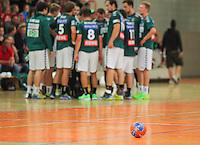 Handball, 1. Runde im DHB-Pokal 2014/ 2015: SC DHfK Leipzig vs. TV Bittenfeld 27:25 (12:11) am 20.08.2014 in der Ernst-Grube-Halle Leipzig. Im Bild: Timeout. Im Hintergrund das Team des SC DHfK Leipzig. Kurzes Verschnaufen für den Ball.