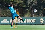 09.10.2018, Trainingsgelaende am Weserstadion, Bremen, GER, 1.FBL, Training SV Werder Bremen<br /> <br /> im Bild<br /> Max Kruse (Werder Bremen #10) mit Torschuss, <br /> <br /> Foto © nordphoto / Ewert