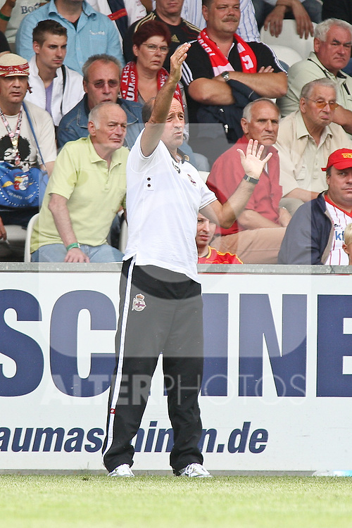 25.07.2010, Alte Foersterei (Försterei) Berlin, GER, 2.FBL,Testspiel Union Berlin - Deportivo La Coruna  im Bild MIGUEL ANGEL LOTINA ORUECHEBARRIA (Deportivo La Coruna Head Coach)   Foto © nph / Hammes