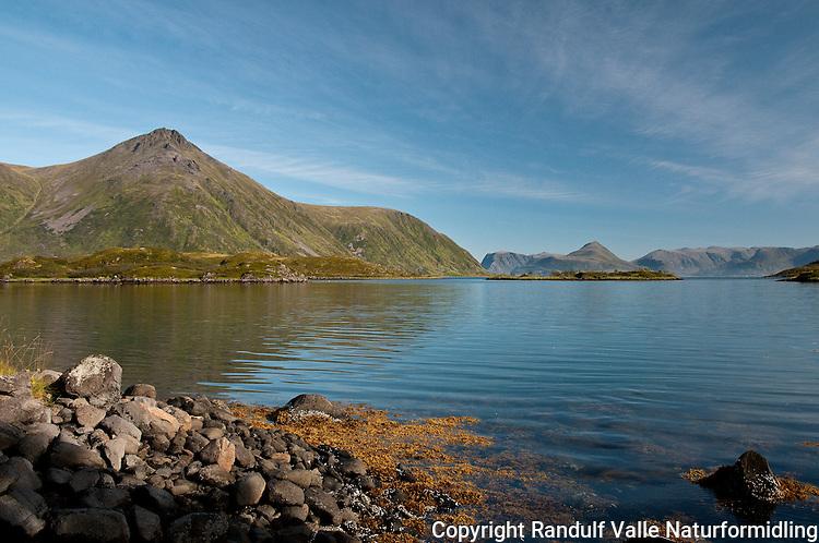 Husfjorden på Sørøya en flott sommerdag. ---- Summer day on Sørøya.