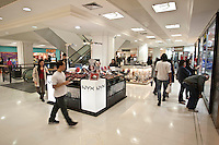 SAO PAULO, 10 JULHO DE 2012 - SHOPPING PAULISTA - Prefeitura de São Paulo vai cassara licença de funcionamento do Shopping Pátio Paulista, na região central de São Paulo. Segundo a prefeitura o shopping não conseguiu comprovar que estacionamento está regularizado com os documentos entregues na última sexta-feira.<br /> Na foto interior do shopping<br /> LOCAL Rua 13 Maio, 1947 - Bela VistaSão Paulo<br /> FOTO VAGNER CAMPOS/BRAZIL PHOTO PRESS