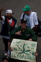 SAO PAULO, 19 DE MAIO DE 2012 - MARCHA DA MACONHA SP - Manifestantes durante ato Marcha da Maconha, que visa outra politica de drogas, Na rua augusta, na tarde deste sabado. FOTO VAGNER CAMPOS - BRAZIL PHOTO PRESS