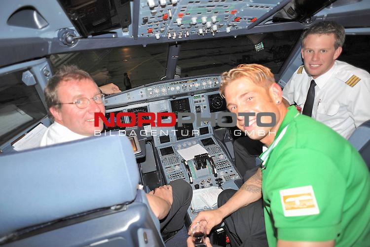 UEFA Euro League 2009/2010 <br /> Rueckspiel Zentral Stadion Aktobe 27.08.2009 - Play-off zur Europa League 09/10<br />  FK Aktobe (KAZ) - Werder Bremen (GER) 0:2<br /> <br /> Keeper Tim Wiese ( Bremen GER #1) nahm auf der Rueckreise erst einmal Platz im Cockpit des A319 von Air Berlin<br /> <br /> <br /> Foto &copy; nph ( nordphoto )