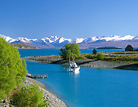 New Zealand, South Island, Lake Tekapo: Lake Overview with Church of the Good Shepherd | Neuseeland, Suedinsel, Lake Tekapo: rechts die Church of the Good Shepherd