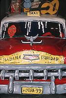 Cuba/La Havane: Musée des vieilles voitures - Détail voiture américaine taxi en papier maché