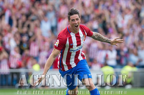 MADRID, ESPAÑA - 21 DE MAYO DE 2017: Fernando Torres celebra el segundo gol del Atlético de Madrid, durante el encuentro entre el Atlético de Madrid y Athletic Club de Bilbao, correspondiente al partido de la 38 jornada de liga, disputado en el Estadio Vicente Calderón. (Foto: Mateo Villalba-Agencia LOF)