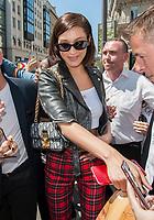 July 4 2017, PARIS FRANCE Bella Hadid leaves the Avenue restaurant on Avenue Montaigne # BELLA HADID SORT DU RESTAURANT 'L'AVENUE' A PARIS