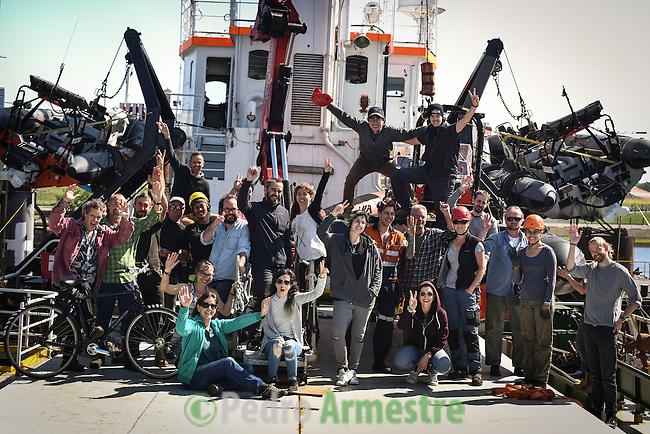 06/06/2016. Delfzijl, Holanda<br />  Tripulaci&oacute;n de Greenpeace a bordo del Arctic Sunrise, en el puerto de Delfzijl, Holanda, antes de partir a la campa&ntilde;a &Aacute;rtica. &copy; Pedro Armestre/ Greenpeace Handout - No ventas -No Archivos - Uso editorial solamente - Uso libre solamente para 14 d&iacute;as despu&eacute;s de liberaci&oacute;n. Foto proporcionada por GREENPEACE, uso solamente para ilustrar noticias o comentarios sobre los hechos o eventos representados en esta imagen.<br /> &copy; Pedro Armestre/ Greenpeace Handout - No sales - No Archives - Editorial Use Only - Free use only for 14 days after release. Photo provided by GREENPEACE, distributed handout photo to be used only to illustrate news reporting or commentary on the facts or events depicted in this image.