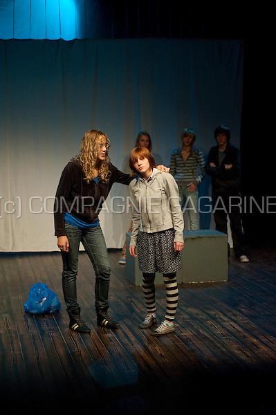 "Theatre company Kaboekie playing ""Ontspoord"" at the national Landjuweel festival (Belgium, 01/11/2008)"