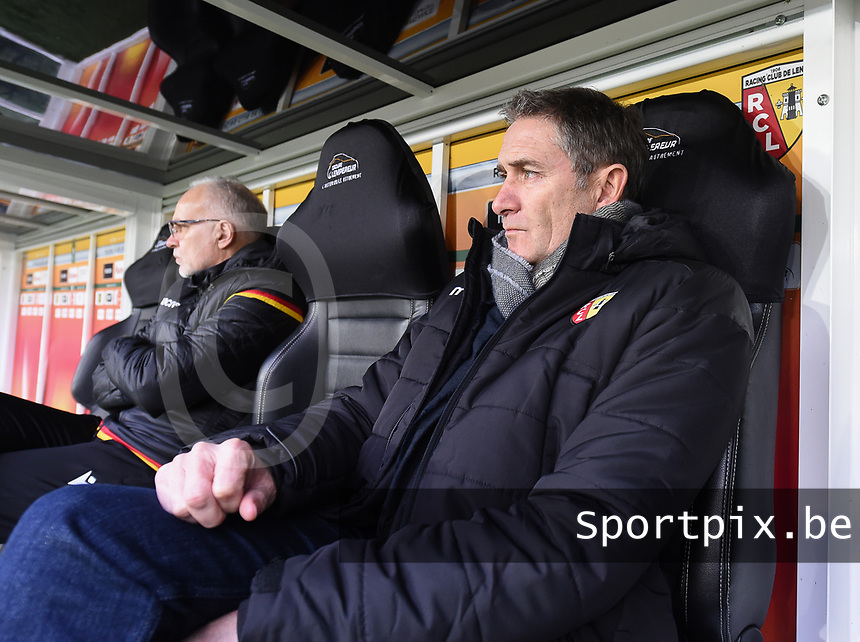 20191221 - LENS , FRANCE : Lens's coach Philippe Montanier pictured during the soccer match between Racing Club de LENS and Niort , on the 19 th matchday in the French Ligue 2 at the Stade Bollaert Delelis stadium , Lens . Saturday 21 December 2019. PHOTO DIRK VUYLSTEKE | SPORTPIX.BE